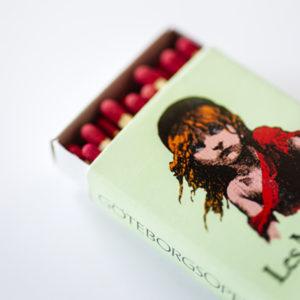 En ask med tändstickor från Göteborgsoperans föreställning Les Miserables.